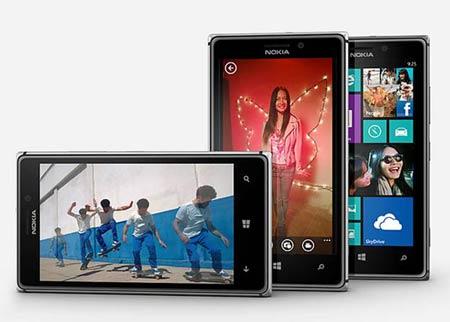 Nokia Lumia 925 in portrait and landscape mode